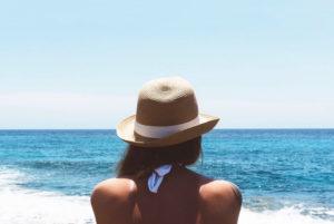 Welke behandeling kan ingezet worden om huidveroudering door zonschade te verminderen?